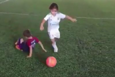 Comparan habilidad de niña con Messi. VIDEO