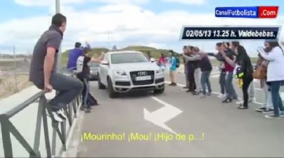 Aficionados insultan a Mourinho. VIDEO