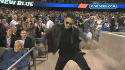 Psy baila en el estadio de los Dodgers. VIDEO