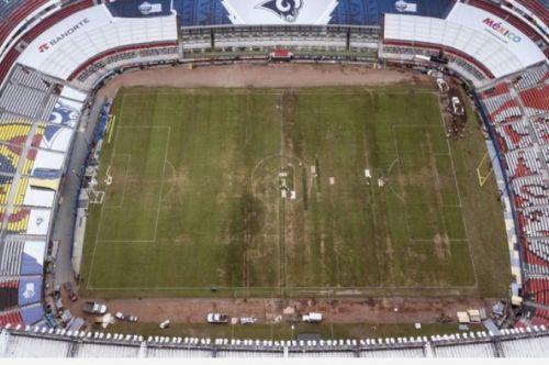 CIUDAD DE MÉXICO (AP) — Ante las pobres condiciones del campo en el estadio  Azteca 5a73c3a4970